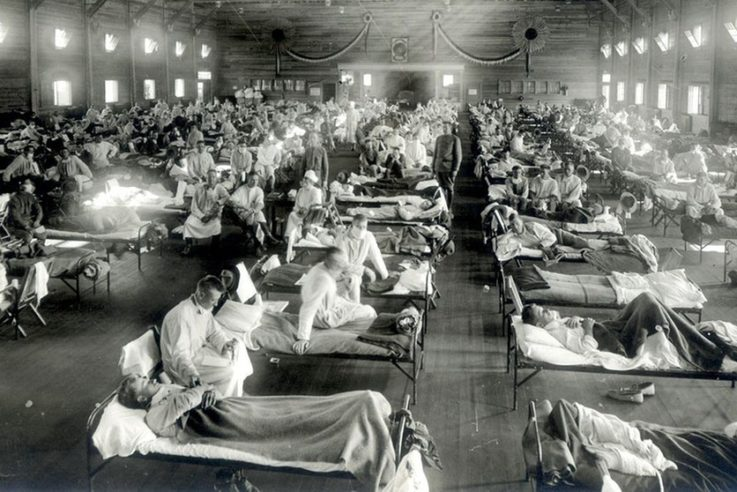 An der Spanischen Grippe erkrankte Patienten in einem Notfallkrankenhaus im Camp Funston der Militärbasis Fort Riley in Kansas, USA. Foto: Wikimediacommons / courtesy of the National Museum of Health and Medicine, Armed Forces Institute of Pathology, Washington, D.C., United States/ Pandemic Influenza: The Inside Story. Nicholls H, PLoS Biology Vol. 4/2/2006, e50